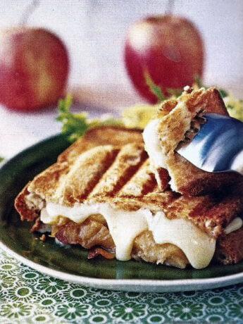 Croque monsieur au camembert et pomme