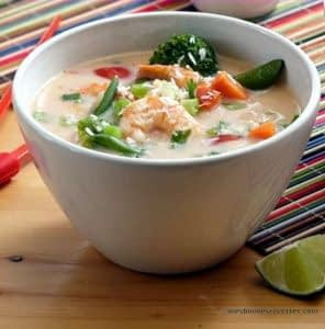 soupe asiatique aux crevettes et légumes